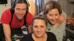 WDR - Menschen Hautnah - Krankhafte Liebe - Marita (m.) mit Martin Radtki und Diana Ahrabian