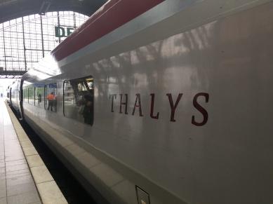 Keine Gepäckwagen auf französischen und deutschen Bahnhöfen - Mit 200 KG Kameraequipment endlich im Zug