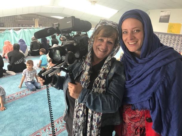 WDR - Hier und Heute - Monheim - Petra und Lena in der Moschee